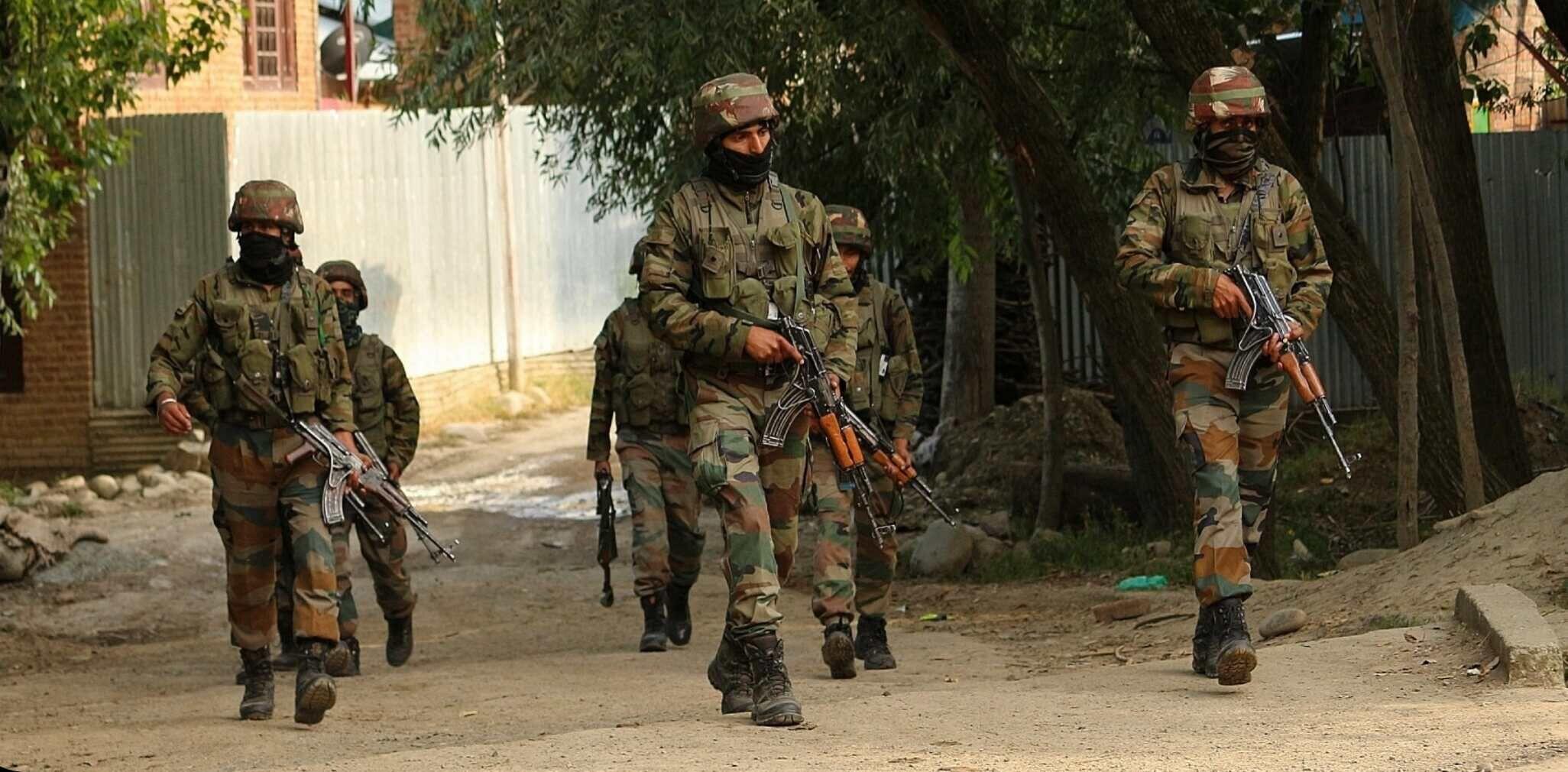 कश्मीर में सुरक्षाबलों से मुठभेड़ में 4 आतंकवादी मारे गए