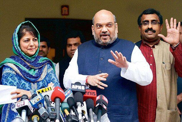बीजेपी ने पीडीपी से समर्थन लिया वापस, महबूबा सरकार अल्पमत में